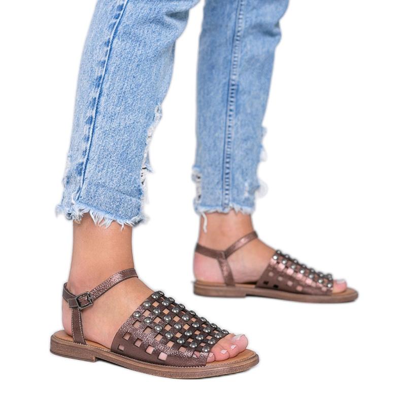 Sandálias metálicas marrons com tachas Luxy marrom