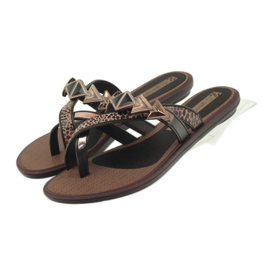 Ipanema Sapatos femininos com pedras Grendha marrom