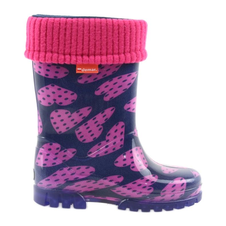 As botas de chuva infantil Demar aquecem os corações de meia rosa azul marinho
