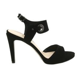 Sandálias de couro em um alfinete Edeo 3208 preto
