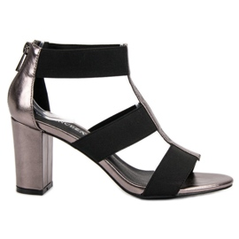 Sandálias na Moda no Posto UP de VINCEZA cinza