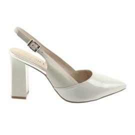 Sandálias das mulheres no post Caprice 29604 cinza