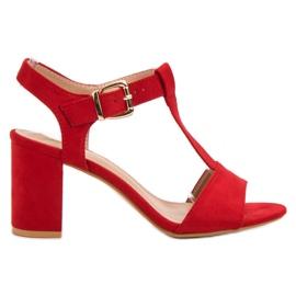 Anesia Paris vermelho Sandálias vermelhas em um bar
