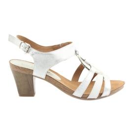 Sandálias das mulheres Caprice com embelezamento 28308 prata oval