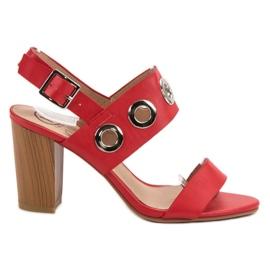 Kylie Saltos altos vermelhos