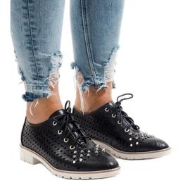 Sapatos pretos a céu aberto com tachas G-106-2