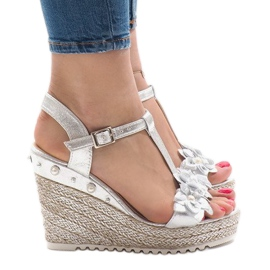Sandálias de cunha prateada com flores T-682-5 cinza