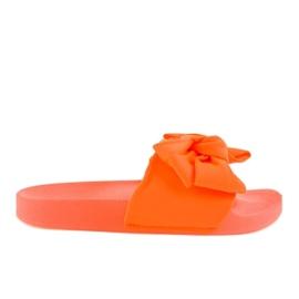 Chinelos laranja com um arco neon MU-6