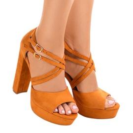 Sandálias laranja no estilete de camurça D09