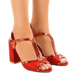 Sandálias vermelhas no pilar de camurça WED503 vermelho