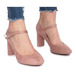 -de-rosa Bombas rosa na postagem de Milaya