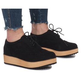 Sapatos pretos na plataforma Danielle