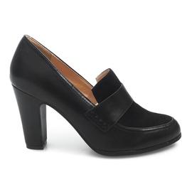 Sapatos em um poste D11 Preto