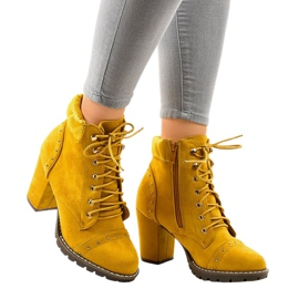 Botas de camurça amarela no poste 995-31 amarelo