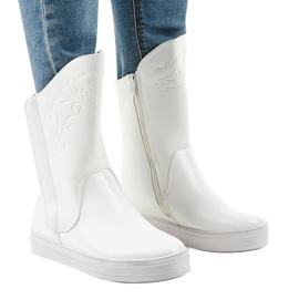 Tênis branco botas isoladas HX5187-5