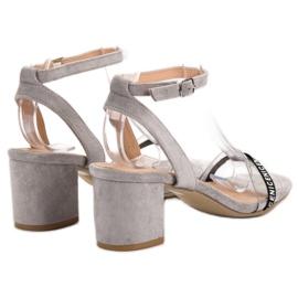Ideal Shoes Sandálias de camurça elegantes cinza 4