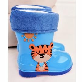 Galochas infantis com isolamento azul e um tigre 1