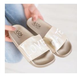 Small Swan LOVE & HATE chinelos de couro ecológico dourado 4