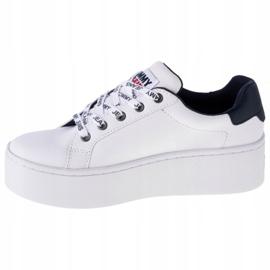 Sapatos de couro liso Tommy Hilfiger Iconic em EN0EN01113-YBR branco marinha 1