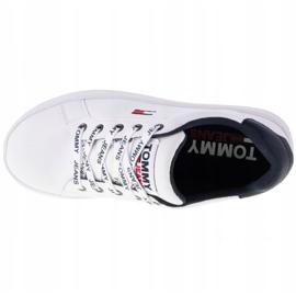 Sapatos de couro liso Tommy Hilfiger Iconic em EN0EN01113-YBR branco marinha 2