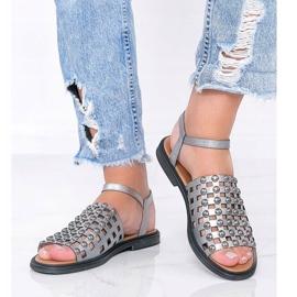 Sandálias metálicas cinza com tachas Luxy 1